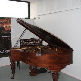 Un piano offert à l'école de musique