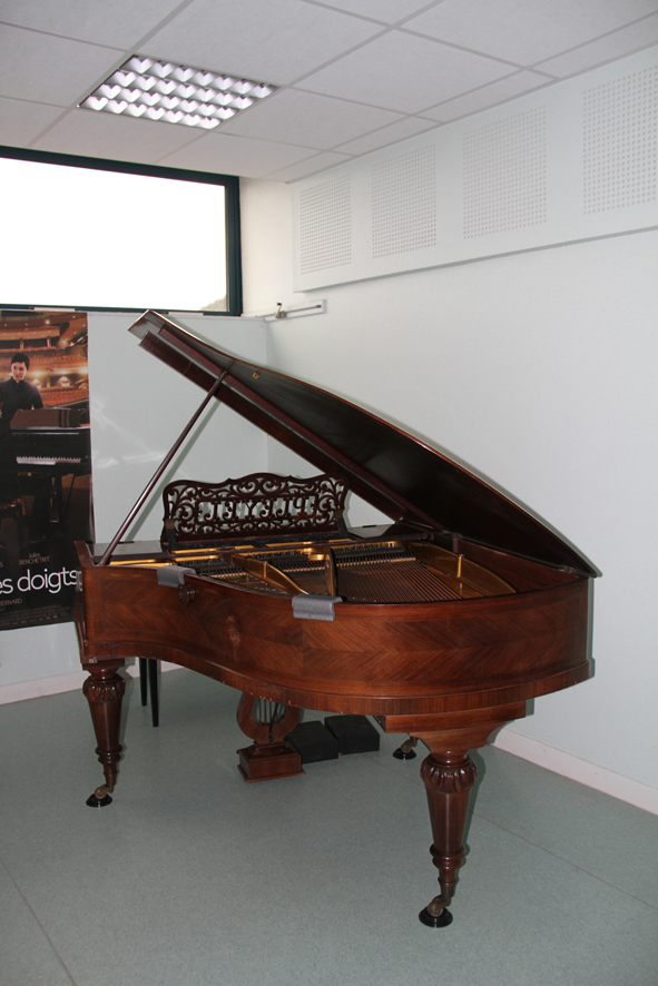 UN PIANO OFFERT A L'ECOLE DE MUSIQUE